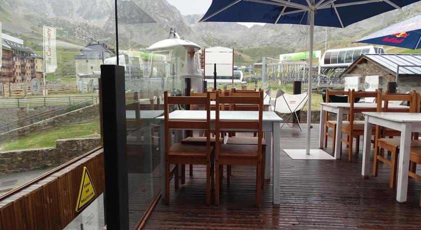 photos de l 39 h tel hotel de les pistes au pas de la case en andorre. Black Bedroom Furniture Sets. Home Design Ideas