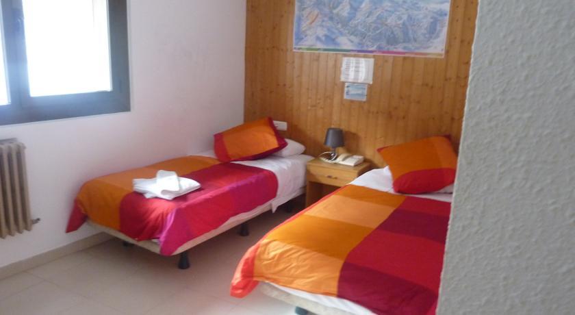 r servez l 39 h tel llac negre au pas de la case en andorre. Black Bedroom Furniture Sets. Home Design Ideas