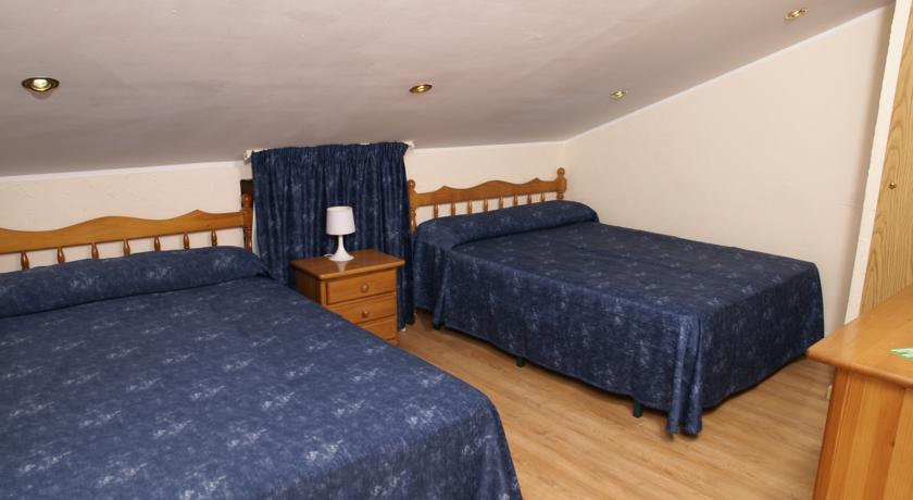 r servez l 39 h tel hotel les neus au pas de la case en andorre. Black Bedroom Furniture Sets. Home Design Ideas